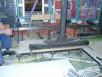 Ein Kraftakt: Anhebung des Doppelbodens im laufenden Betrieb