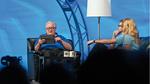 """Jeff Kodosky, der Erfinder von LabVIEW, demonstriert die zukünftige Touch-basierte Programmierung mit LabVIEW auf einem Tablet-Computer auf der Konferenzveranstaltung """"NIWeek 2012"""""""