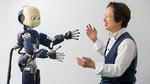 Prof. Gordon Cheng mit Humanoid-Roboter mit Exoskelett