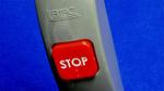 b) Ein Bus-Stop-Taster arbeitet ebenfalls mit eElektromechanischem Energiewandler und Mini-Funkmodul.