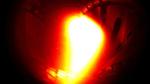 Fusionsanlage erzeugt erstes Helium-Plasma