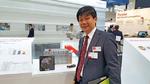 Dr. Kazuhide Ino, General Manager der Power Device Production Division bei Rohm Semiconductor. Links im Bild der Umrichter des Rennwagens