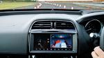 Im Zusammenspiel mit fortschrittlicher Bildverarbeitungs-Software kann das Fahrerassistenzsystem Verkehrspylonen und Absperrungen erkennen.