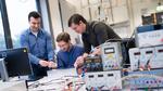 Sie haben gemeinsam einen Sensor gebaut, der die Schneedichte in Lawinen misst: Patrick Kwiatkowski, Henrik Deis und Christoph Baer (von links)