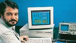 Der Vater von LabView, Jeff Kodosky, mit einer der ersten Versionen der Software