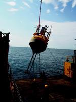 Ausbringung der Messboje an einem Offshore-Standort