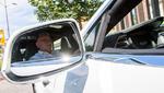 Taxi-Fahrer testet Elektroauto