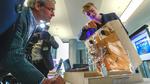 Invent-a-Chip Preisträger Philipp Grube mit seinem entwickelten Zukunfts-WC Smarwac