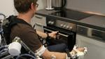 Tragbares Exoskelett hilft Schlaganfallpatienten bei Bewegungen