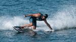 Surfboard mit Akku und Wasserstrahlantrieb