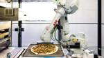 Roboter kochen während der Lieferfahrt