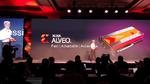 Xilinx-CEO Victor Peng kündigt auf dem XDF die neue KI-Beschleunigerkartenfamilie Alveo vor.