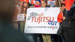Mitarbeiter demonstrieren gegen Werksschließung