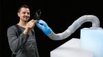Pneumatischer Leichtbauroboter BionicSoftArm von Festo in Aktion