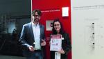 Jens Regulski, Produktmanager Gebäudesystemtechnik, und Cornelia Meier, Redaktion elektrobörse smarthouse...