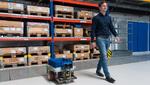 Roboter Hubert erkundet Logistikzentrum