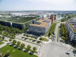 Die Messestadt Riem ist eines der jüngsten Quartiere Münchens, multikulturell und ein Ort der Innovationen. Sie befindet sich komplett auf dem Gelände des 1992 stillgelegten Flughafens München-Riem und beinhaltet heute neben einem Wohnviertel die Neu...