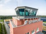 Denn wo einst Lotsen an ihren Computern dafür sorgten, dass die Flugzeuge auf den richtigen Routen verkehrten, entsteht heute High-Tech: Seit 2017 gehört der Tower zur Firmenzentrale von Brainlab. Das Unternehmen entwickelt und vermarktet Systeme für