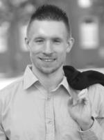 Alexander Schedlock beendete an der Fachschule für Technik Heinrich-Hertz- Berufskollege in Düsseldorf sein Examen als Staat. Gepr. Techniker in Fachrichtung Elektrotechnik. Nach der erfolgreichen Ausbildung zum IT-Systemelektroniker (2010) arbeitete