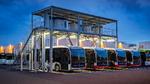 Daimler kombiniert Steckerladung, Pantograf und Ladeschiene