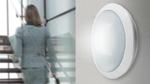 Die LED-Wand- und -Deckenleuchten der Serie Alma von Esylux eignen sich besonders für die Modernisierung von Fluren, Treppenhäusern und Foyers in öffentlichen Gebäuden. Eine optional integrierte, unsichtbare Bewegungs- und Lichtsensorik gewährleistet