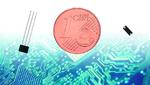 Mit der Eurocent-Münze werden die Größenverhältnisse deutlich. Der Reed-Sensor (links) von Standex Electronics reicht mit 4 mm Größe (Glaslänge) an die Dimensionen des Hall-Sensors (rechts) heran.