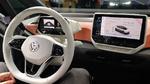 Der neu auf der IAA 2019 vorgestellte VW ID 3 zielt mit einem Einstiegspreis von unter 30.000 Euro auf die Golf-Klasse ab und setzt auf einen reinen batterieelektrischen Antrieb.