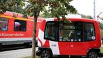 驾驶自动行驶的电动巴士到火车站