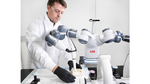 Krankenhaus-Roboter mit Person
