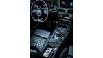 Das Laden des Smartphones per USB-Stecker im Auto ist meist unbequem oder kann sogar (während der Fahrt) gefährlich sein. Eine Wireless-Charging-Auflagefläche sollte also in der Nähe des Fahrersitzes (z.B. Mittelkonsole) positioniert sein, sodass man