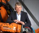 Michael Otto kam nach seinem Studium der Elektro- und Automatisierungstechnik und nach der Absolvierung des MBA an der Universität Würzburg und der Boston University im Jahr 2002 zu KUKA. Nach Übernahme der Produktmanagement- und Marketingleitung lei...
