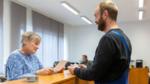 Mitarbeiter des Schlosserei- und Metallbau-Betriebs Witt & Kleyer in den Büroräumen.