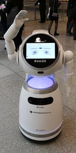Freundliche Begrüßung am Eingang der Embedded World 2020.