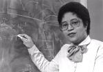 Dr. Shirley Jackson war 1973 die erste Frau, die am renommierten MIT einen Doktortitel erhielt. Während sie bei Bell Laboratories arbeitete, gelangen ihr bahnbrechende Forschungsarbeiten, die es anderen Forschern ermöglichten  das mobile Fax, das Ton...