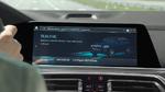 Das BMW eDrive Zones Testfahrzeug schaltet automatisch in den elektrischen Fahrmodus und zeigt dies im Control Display an.