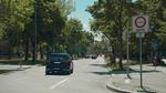 Einfahrt eines Testfahrzeugs von BMW in eine Umweltzone.