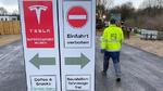 Zwölf Tesla Supercharger auf Paletten sind bereits provisorisch installiert.