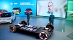 Auf der Corona-bedingt virtuellen Entwicklerkonferenz NXP Connects enthüllte NXP-CEO Kurt Sievers (links) im Gespräch mit Gastreferent Dr. Holger Manz, Leiter Energieversorgung und Hochvolt-Systeme bei Volkswagen, dass VW für seine MEB-Plattform auf