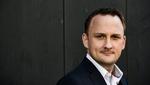"""* Stefan Dudas ist Leadership-Experte für Sinngebung. Der Keynote-Speaker, Coach und Autor """"VOLL SINN – Nur was Sinn macht, kann uns erfüllen"""" legt humorvoll und tiefsinnig das Fundament für neue Denk-Ansätze. Seine Führungsseminare für sinnbasiertes"""