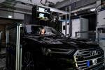 Bild 5. Das Lidar-Testsystem wird über dem Fahrzeug an einer Traverse montiert und kann individuell entsprechend dem zu testenden Fahrzeug ausgerichtet werden.