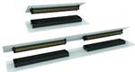 Bei Anwendungen mit nur einem Steckverbinder-Paar (oben) summieren sich die Toleranzen nicht und die Führungsvorrichtungen auf Makro- und Mikroebene sorgen für die perfekte Ausrichtung.