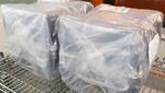3. Fertig verpackte Transportboxen mit Lieferschein werden nahe am Ausgang des Reinraums für den Abtransport gesammelt.