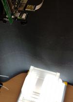 Das Embedded-Kamerasystem hängt für die Inspetion etwa 1 m über der Gegenlichtplattform.