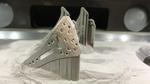 Amorphe Implantate (hier Radiusplatten) aus dem 3D-Drucker passen sich den Bewegungen der Knochen an.