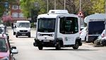 Die autonom fahrenden, emissionsfreien Minibusse bringen ihre Fahrgäste in dem Stadtteil nach Bedarf von A nach B.