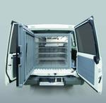 Der eingebaute Impfstoffkühlschrank hat ein Fassungsvermögen von 396 Litern.