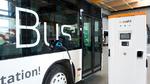 Schnellladen von E-Bussen geht Anfang 2022 in Serie