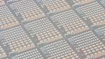 InP-DFB-Laser auf 300-mm-Silizium-Photonik-Wafer gebondet