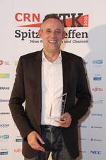 Bernd Tillmann freut sich über den Hersteller-Award in der Kategorie Server