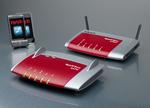Die zwei neuen Fritz!Boxen: die WLAN 3370 mit High-Speed-Wireless-LAN (vorne) und die Fon 6360 für den Anschluss an Kabel-TV-Netze.